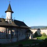 Manastirea Sucevita chilii si pod